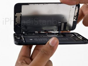 iphone-7-on-cam-degisimi-nerede-yapilir-300x225